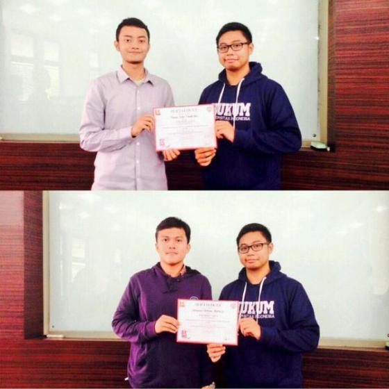 Penyerahan sertifikat kepada Bagus Joko dan Kharisma Bintang sebagai pembicara